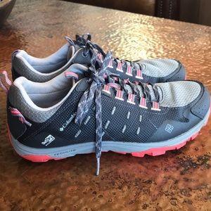 {Columbia} Hiking Shoe. Gray w/ Coral Sore. EUC.